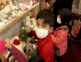 خاطره ای از نمایشگاه اهداء لباس و عروسک برای بچه ها