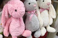 آماده سازی نمایشگاه (لباس و اسباب بازی) برای کودکان